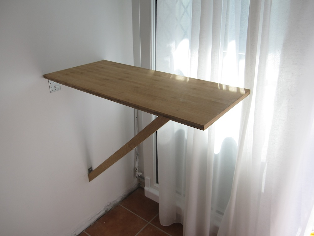 Petite table murale pliante les tribulations d 39 un - Table de cuisine pliable ...
